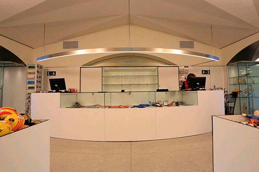 Compacte presente en la oficina de turismo de barcelona compacte laminados decorativos - Oficina de turismo de barcelona ...